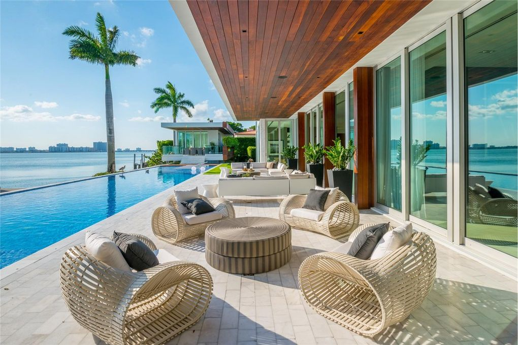 20 incredible houses for sale in miami propertyspark for Big houses in miami