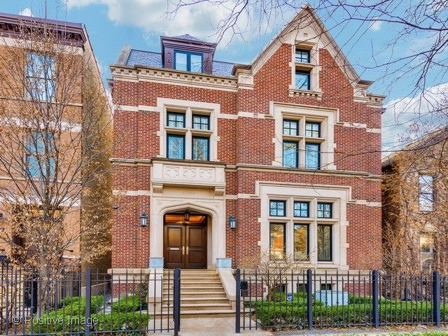 20 phenomenal condos houses for sale in chicago for Mansions for sale in chicago